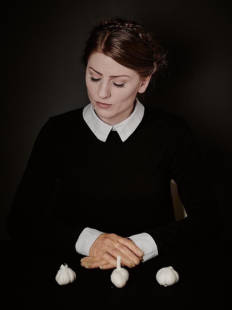 """Konzeptionelle Fotografie, Fine-art Photography Serie """"Zu Tisch"""" mit dem Model: Madame Terrible."""