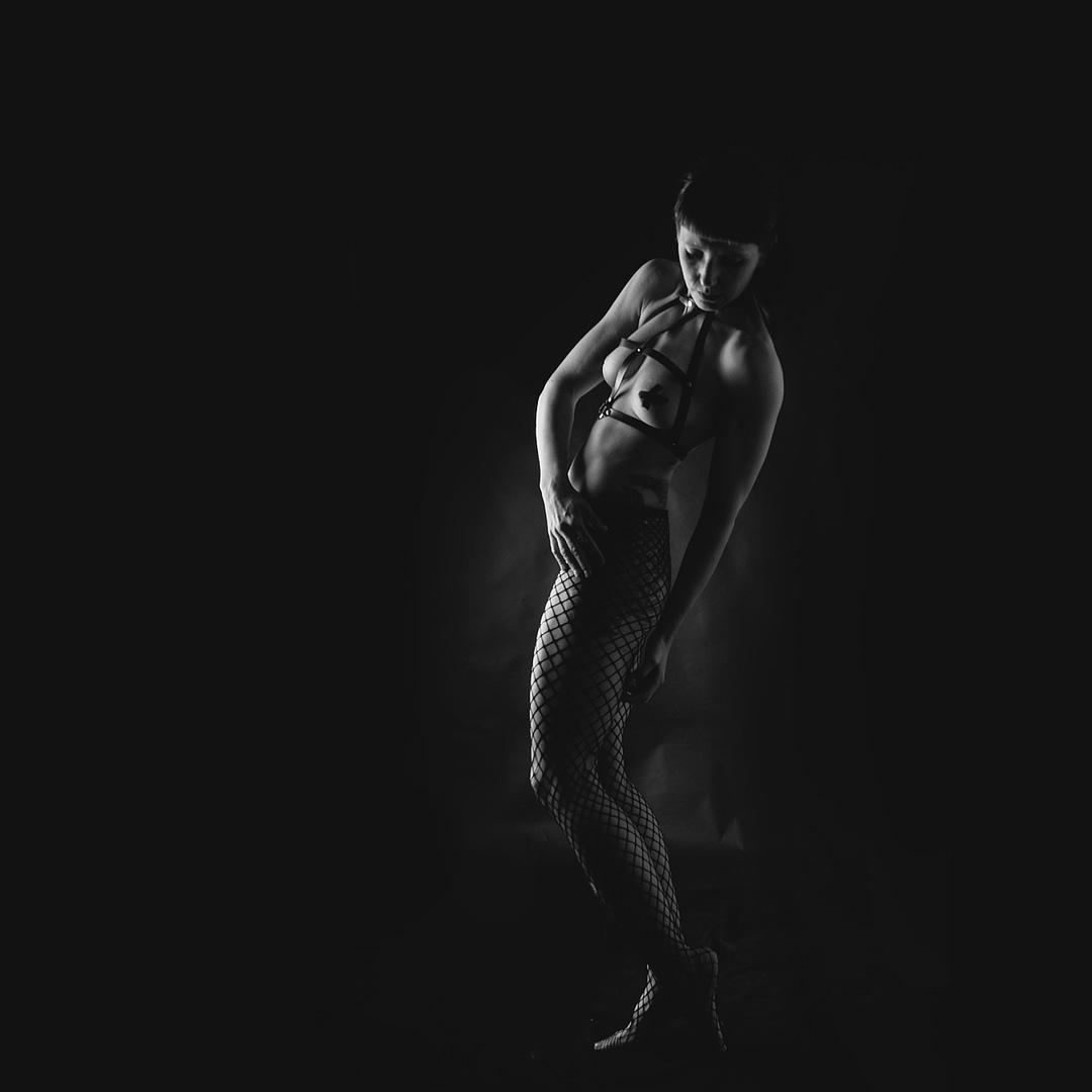 """Fine-art Nude Serie 'Dance out of the Dark"""" mit LilithTerra ©Martin Peterdamm Berlin"""